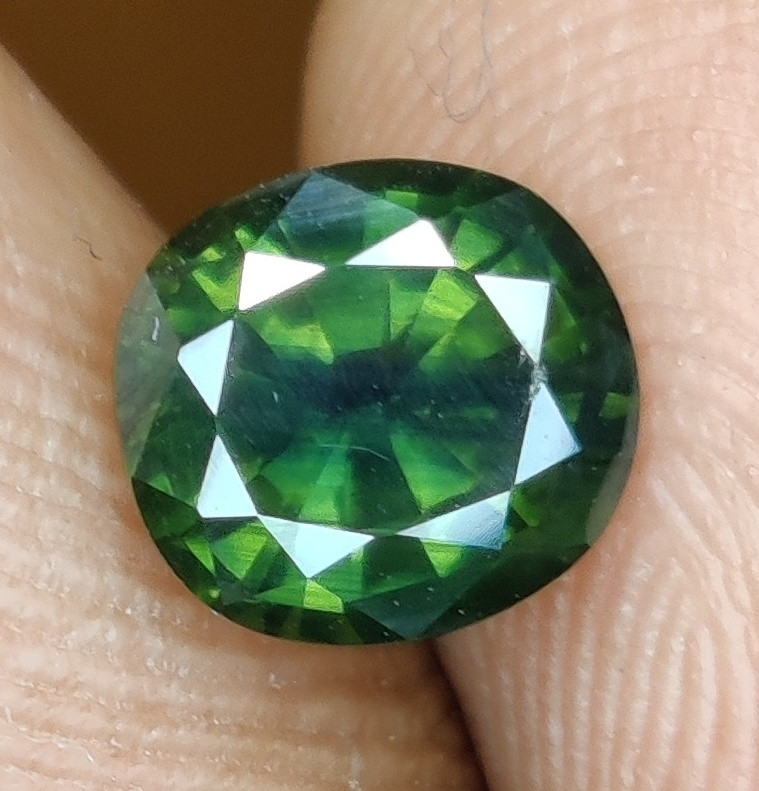 CERTIFIED 1.55 CTS NATURAL UNHEATED  GREEN SAPPHIRE MADAGASCAR