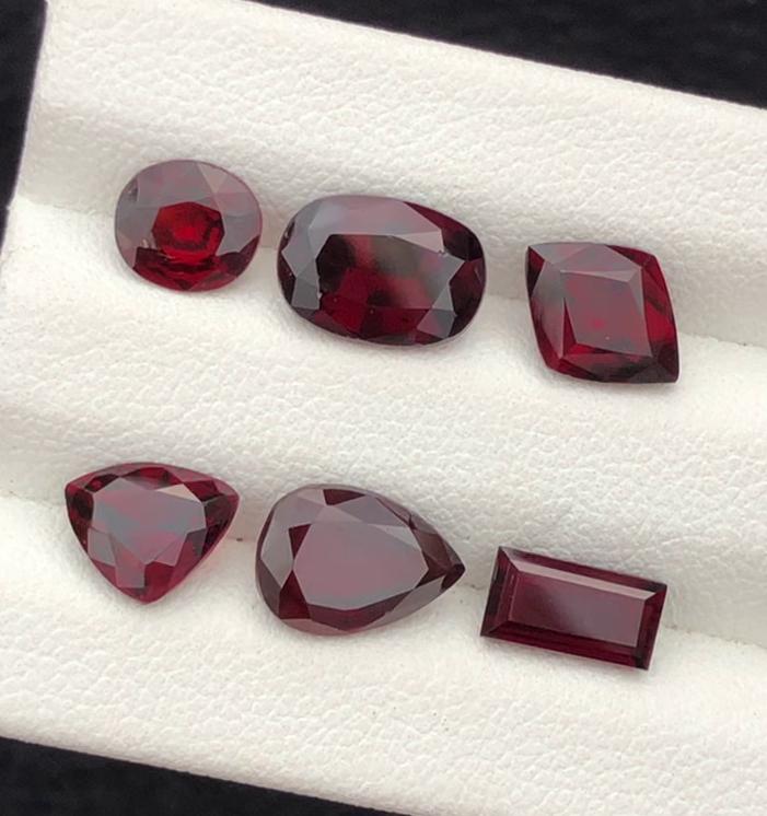 Top Grade 8.65 carats, Red Garnet