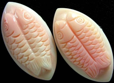 CONCH SHELL FISH PAIR CARVING 33.20 CTS [PF 918]