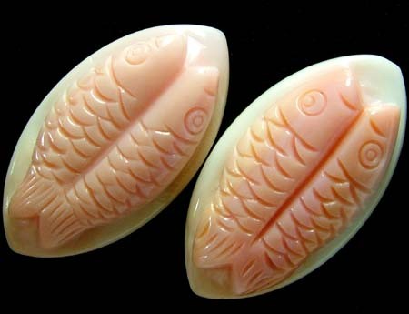 CONCH SHELL FISH PAIR CARVING 32.60 CTS [PF 920]