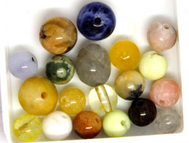 ASSORTED NATURAL BEADS (PARCEL) 39 CTS  NP-1517