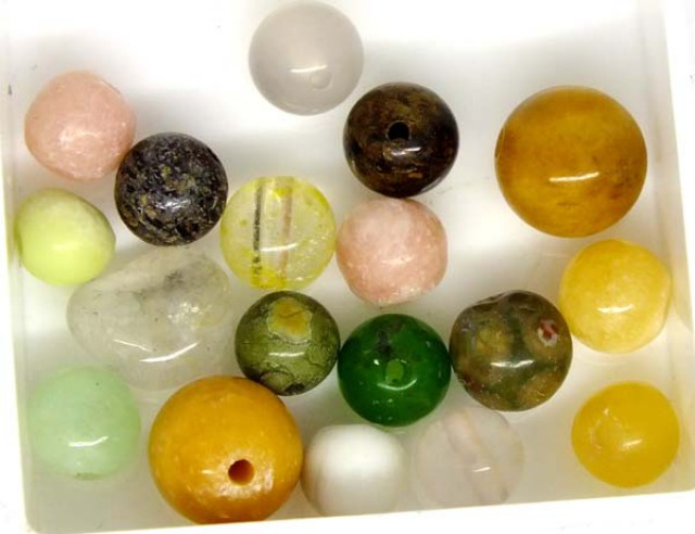 ASSORTED NATURAL BEADS (PARCEL) 31.5  CTS  NP-1527