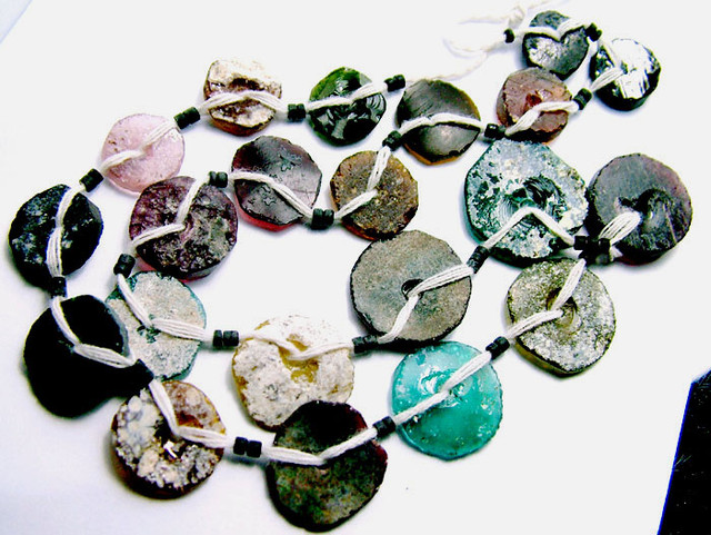 ANCIENT ROMAN GLASS DRILLED STRAND 79CTS  SG-871