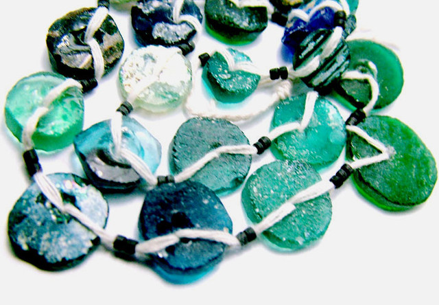ANCIENT ROMAN GLASS DRILLED STRAND 84CTS  SG-879