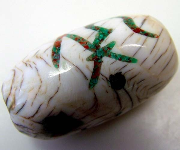 SHELL BEAD  WITH SYMBOL *OM*   35 CTS    AS-2131