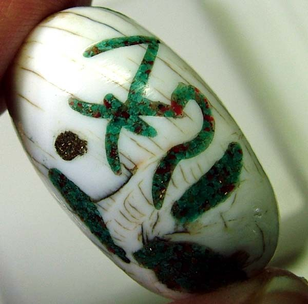 SHELL BEAD WITH SYMBOL *OM*   43 CTS   AS-2157