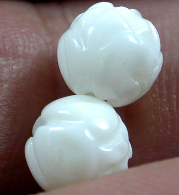 SHELL CARVED BEADS DRILLED  6 CTS    AS-2128