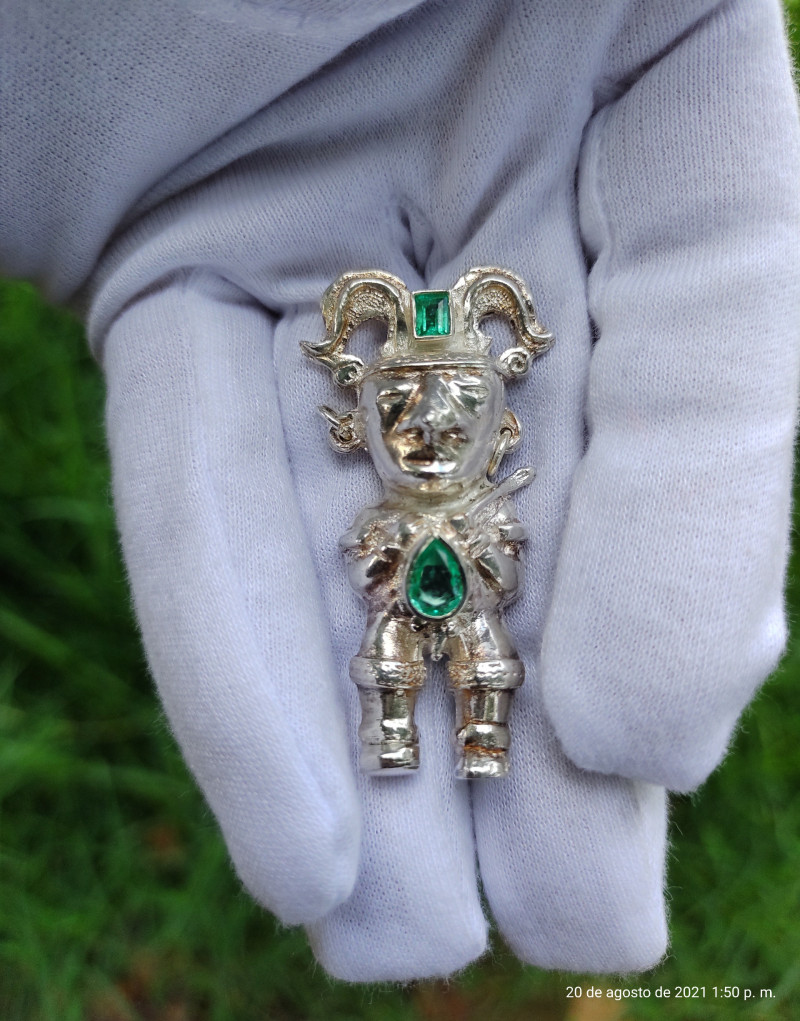 Pre-Columbian art sterling silver pendant with 1 CT Chivor emeralds