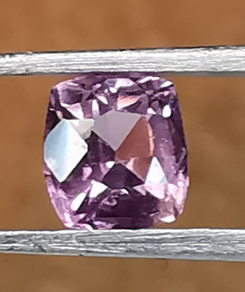 Spinel, 0.61ct, look inside that pretty gem!