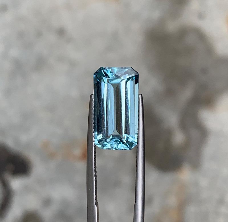 Natural Aquamarine Emerald shape 5.83cts