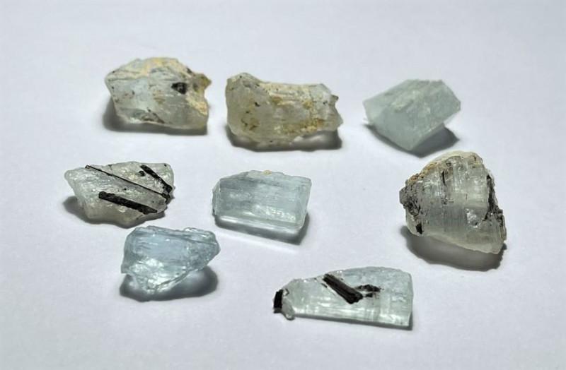 Amazing Natural color gemmy quality rough Aquamarine lot 70CtsA-1