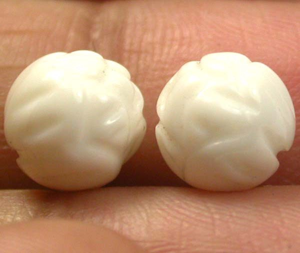 SHELL CARVED BEADS DRILLED   6 CTS    AS-2202