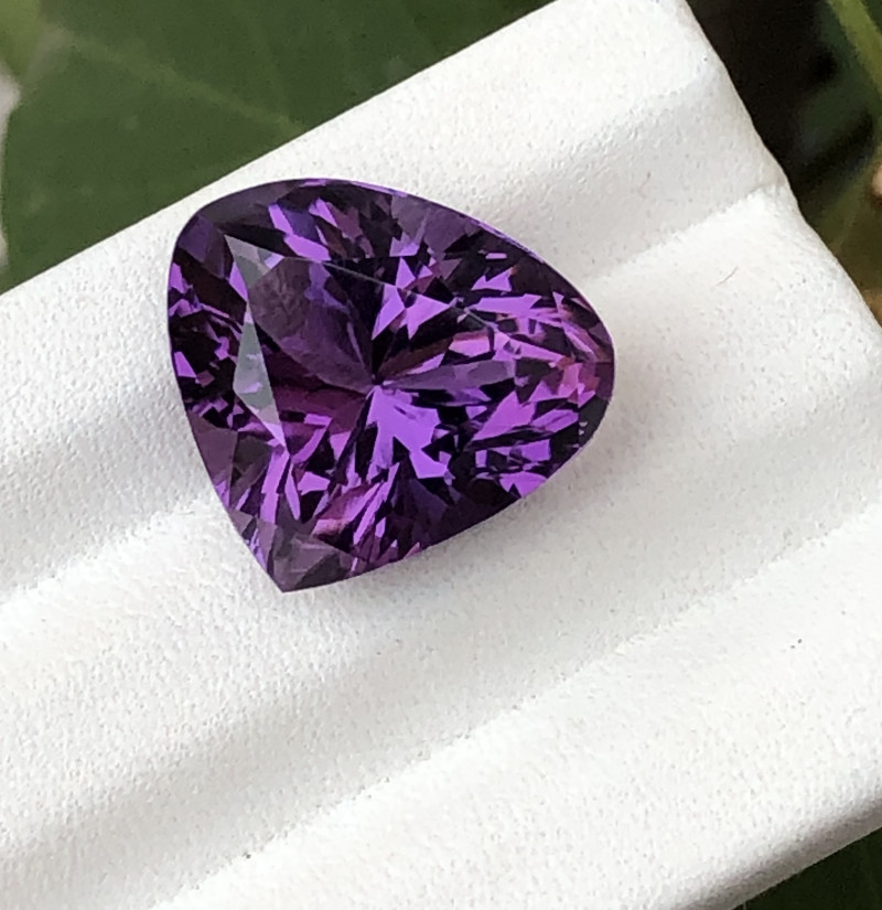 HGTL Certified 14.40 Carats Natural Amethyst Nice Cut Gemstone