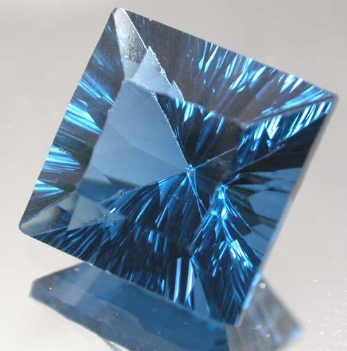 MYSTIC QUARTZ 'BLUE LAGOON ' 9.09 CTS  [TS583 ]