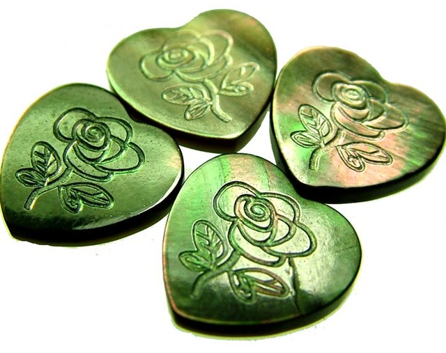 PARCEL  MOTHER OF PEARL CARVED HEARTS - 9.95 CTS [PF 1261]