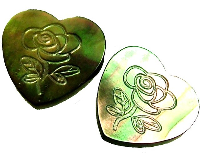 PAIR  MOTHER OF PEARL CARVED HEARTS - 5.00 CTS [PF 1271]
