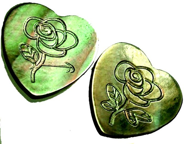 PAIR  MOTHER OF PEARL CARVED HEARTS - 5.00 CTS [PF 1272]