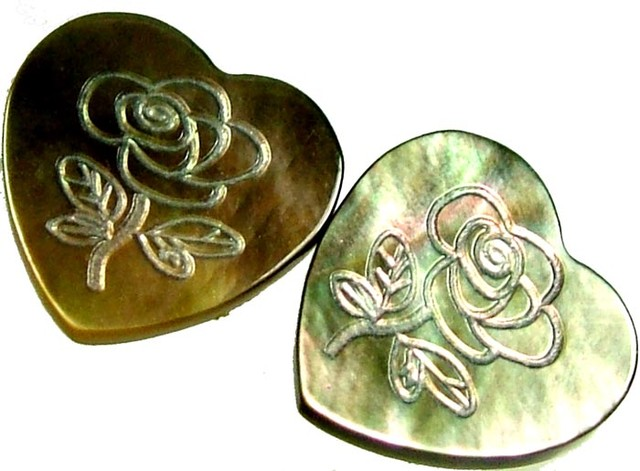 PAIR  MOTHER OF PEARL CARVED HEARTS - 4.60 CTS [PF 1274]