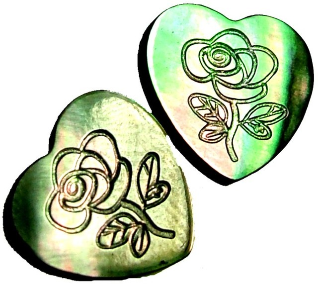 PAIR  MOTHER OF PEARL CARVED HEARTS - 4.60 CTS [PF 1275]