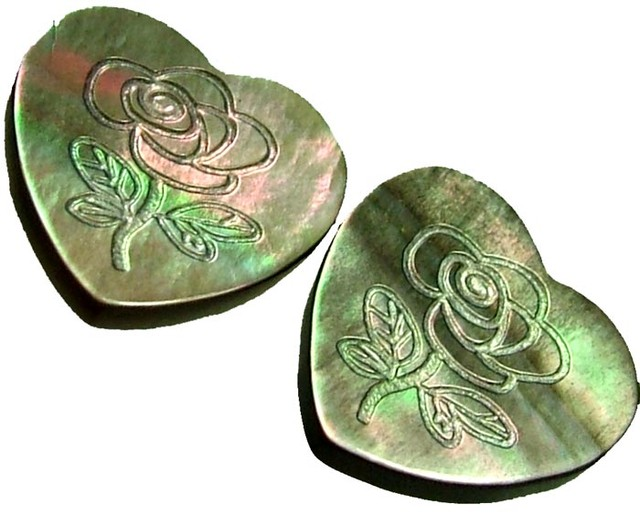PAIR  MOTHER OF PEARL CARVED HEARTS - 4.95 CTS [PF 1276]