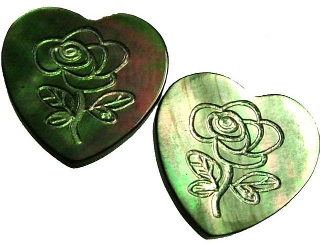 PAIR  MOTHER OF PEARL CARVED HEARTS - 4.85 CTS [PF 1277]