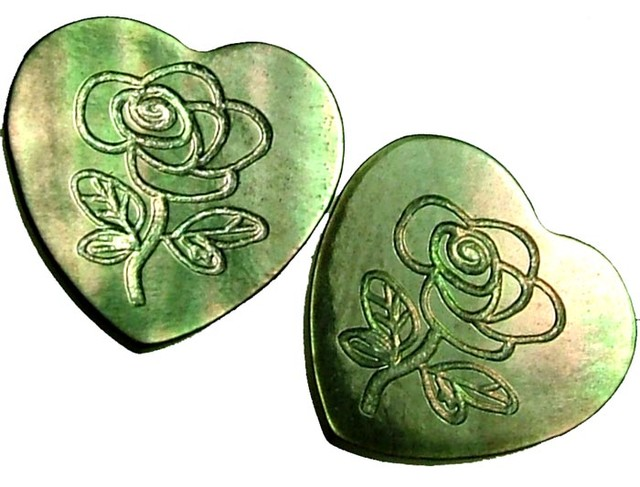 PAIR  MOTHER OF PEARL CARVED HEARTS - 5.00 CTS [PF 1278]