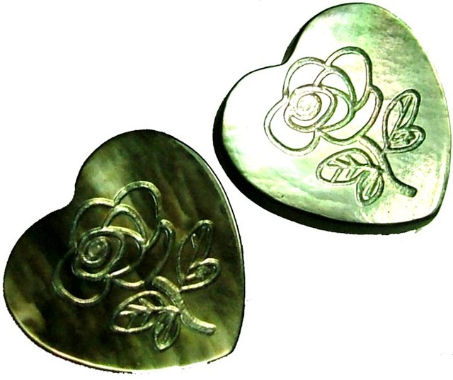 PAIR  MOTHER OF PEARL CARVED HEARTS - 4.85 CTS [PF 1281]