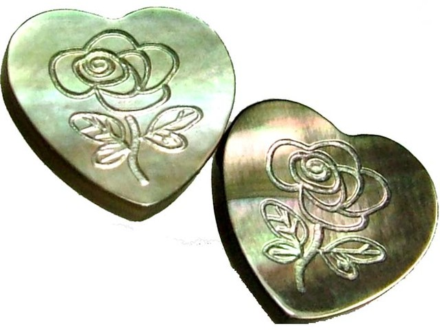 PAIR  MOTHER OF PEARL CARVED HEARTS - 4.90 CTS [PF 1287]