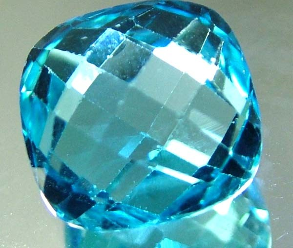 LONDON  BLUE  TOPAZ --CUT BOTH SIDES -- 9.89  CTS [TS821 ]