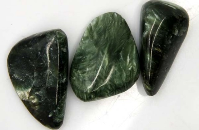 GREEN SERAPHINITE  51.35 CTS ADG-440