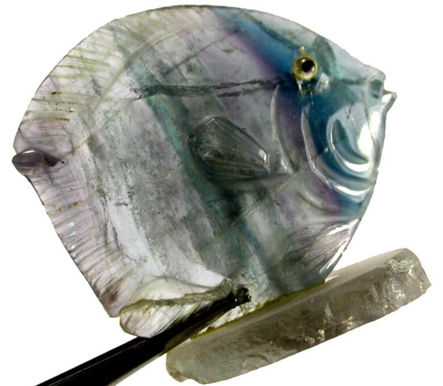 COLOURFUL FLUORITE FISH CARVING  107.25 CTS[MX7180 ]