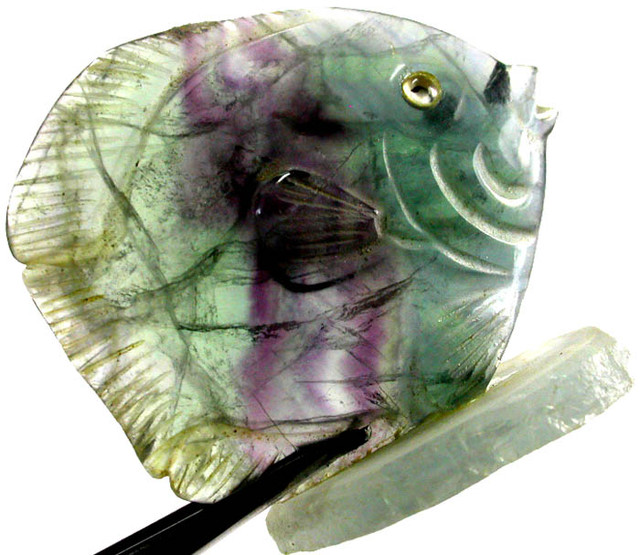 COLOURFUL FLUORITE FISH CARVING 107.80 CTS[MX7182 ]