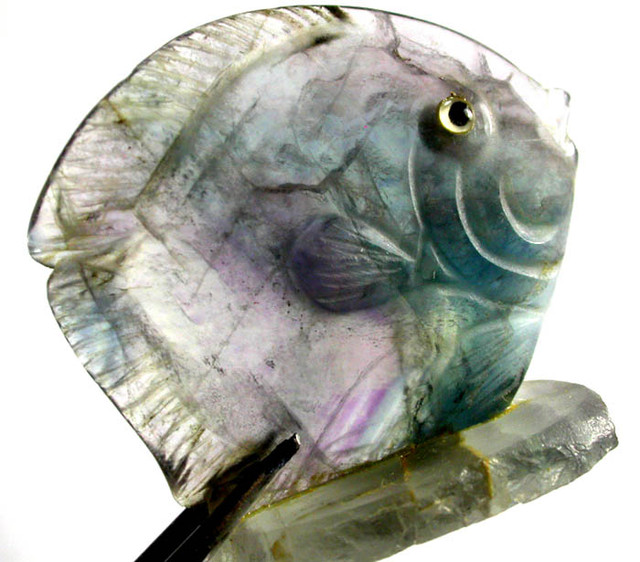 COLOURFUL FLUORITE FISH CARVING  101.80 CTS[MX7197 ]