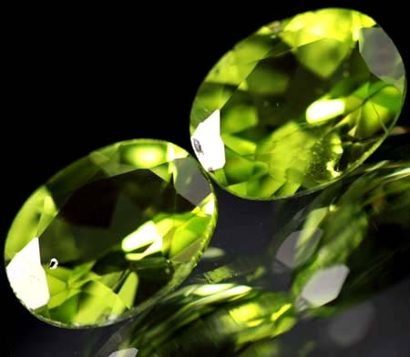 -PAIR-PERIDOT STONE-OVAL   3.75 CTS [S 5346]