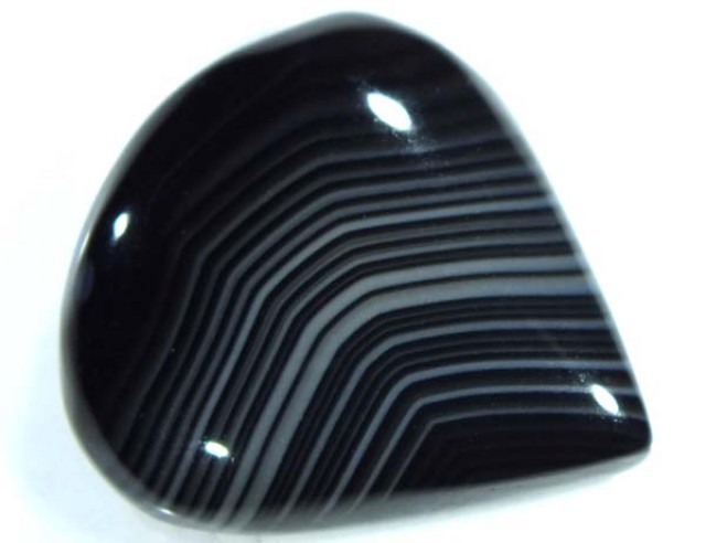 BLACK AND WHITE BANDED AGATE 30 CTS  NP-885