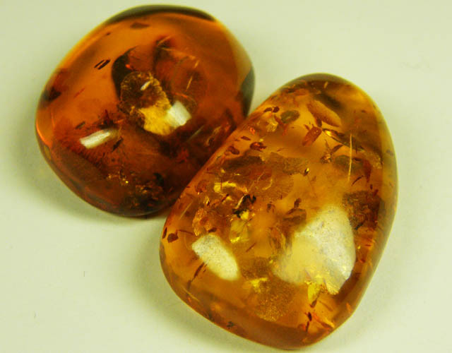 BALTI  HONEY  AMBER FROM POLAND 46.30 CARATS MYG 1044