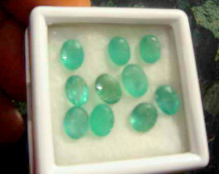 NATURAL MUZOMINES-COLUMBIAN EMERALD-11CTW-10PCSL0T,NR