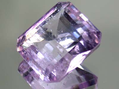 LARGE KUNZITE FROM PAKISTAN   18  CTS  GW 679