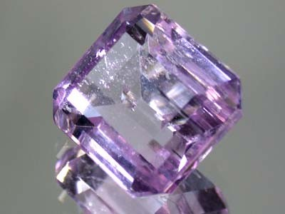 LARGE KUNZITE FROM PAKISTAN    17.90 CTS  GW 681