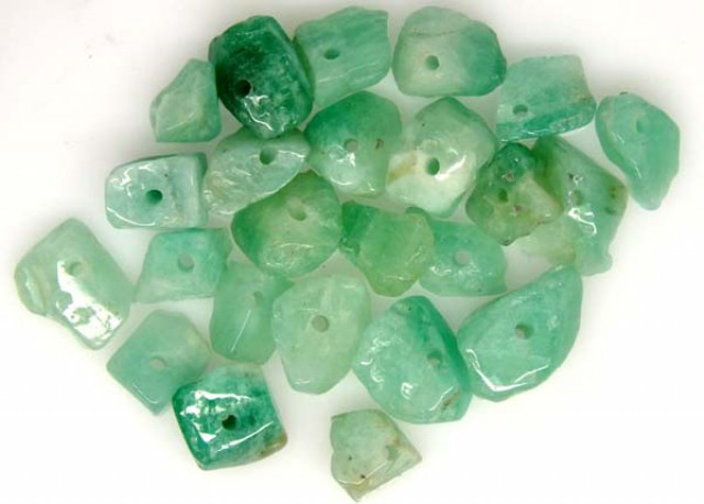 EMERALD BEAD UNTREATED DRILLED 24 PCS 40 CTS  NP-1328