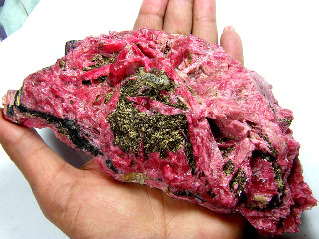 RHODONITE RARE COLLECTOR SPECIMEN museum QUALITY2950cts