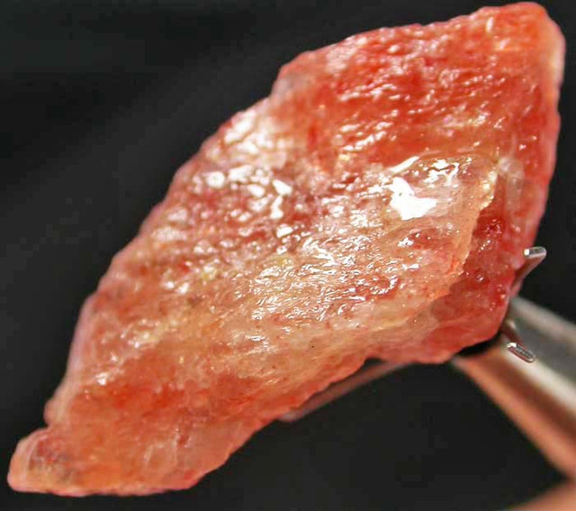 SUNSTONE ROUGH TANZANIA 30.35 CTS [F2604]