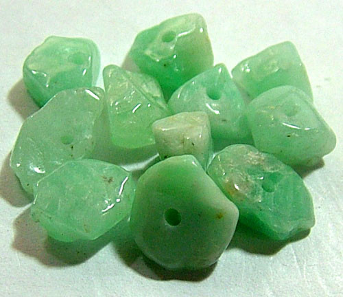 EMERALD BEAD UNTREATED DRILLED 24 pcs 40 CTS  NP-1314
