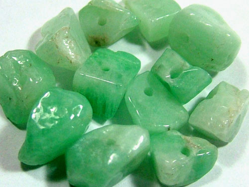 EMERALD BEAD UNTREATED DRILLED 25 PCS 40CTS  NP-1556