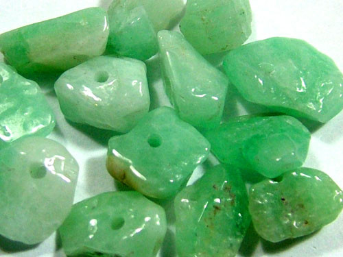 EMERALD BEAD UNTREATED DRILLED 29 PCS 40.2 CTS  NP-1512