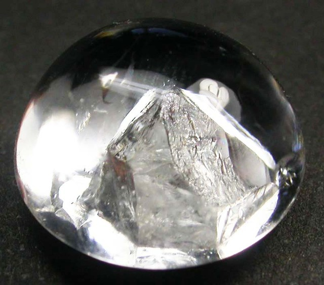 PURE QUARTZ CRYSTAL GROWING IN CRYSTAL 6.25 CTS [MX9165]