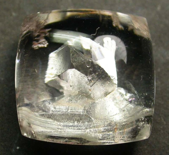 PURE QUARTZ CRYSTAL GROWING IN CRYSTAL 8.90 CTS [MX9177]