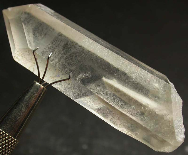 NATURAL CRYSTAL WITH INCLUSIONS TERMINATED103.10CTS [MX9207]