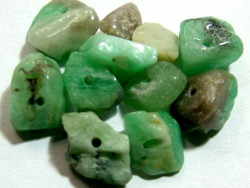 EMERALD BEAD UNTREATED DRILLED 21 PCS 40 CTS   NP-1553