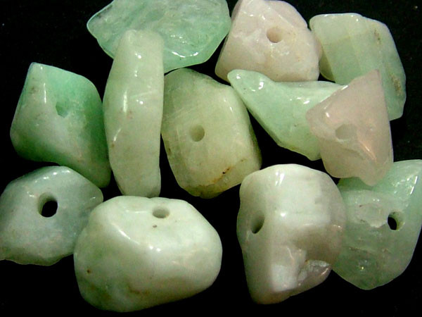 EMERALD BEAD UNTREATED DRILLED 25PCS 40CTS   NP-1387